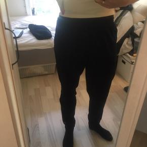 Mørkeblå bukser i 100% polyester
