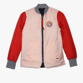- pris er inkl fragt :)  Super skøn jakke der kan bruges begge veje 💙💗 Sprit ny  • For hver item solgt sørger jeg for at gøre handlen CO2 neutral- tilbyder mængde rabat