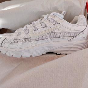 Helt nye Nike P 6000 hvid....