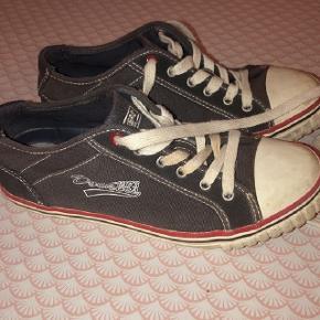 Dockers grå sneakers str 38 . Sendes for 37 kr