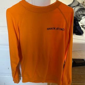 Sælger denne Ganni sweatshirt, da jeg desværre ikke får den brugt. Den er næsten som ny. Kom med et bud :-)