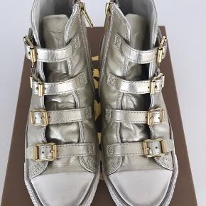 Smuk støvler i guld fra ASH. Brugt få gange. Nypris DKK 1199,-