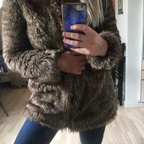 Flot og varm faux frakke fra Zara