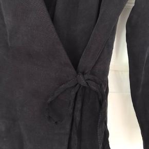 Zara lang bindebluse/ tunika i blød kvalitet.   Kan bruges både til hverdag og fest.   Str. S