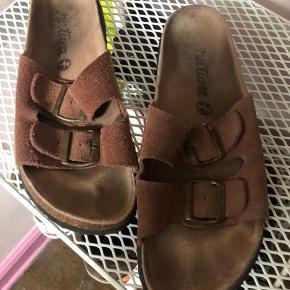 Sandaler fra det spanske mærke Natura. 100% ruskind. Faktisk ikke brugt mere end 5 gange.