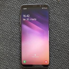 Flot Samsung Galaxy s8 med alt tilbehør, og en masse cover dertil, den er i flot stand, ca 8 måneder gammel, er med forsikring