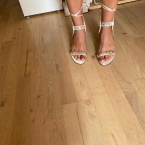 Sandaler med hæl - perfekt til sommerafter! De er kun blevet brugt få gange