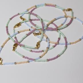 TILBUD Armbånd - 50 kr Halskæder - 80 kr   Køb håndlavede armbånd og halskæder på min insta: @castella.accessories