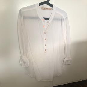 Rue de femme skjorte i hvid, brugt 2 gange.