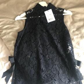 Beautiful and elegant black lace, sleeveless top from Ganni, size 34. Never worn.