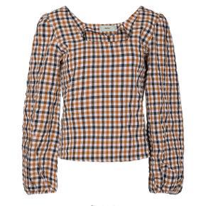 Smuk bluse med pufærmer  Aldrig brugt