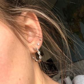 Helt nye sølv øreringe (ikke Sterling) Der følger lås med, selvom de ikke er på billedet.