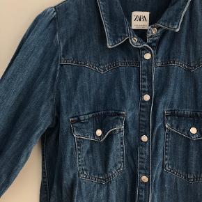 Cool kjole fra Zara i cowboy🤠  Størrelse M, men passes også af en S.