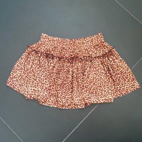 Fin Leo nederdel fra marmar sælges i str 98/3 år. Brugt én gang aldrig vasket. Bytter ikke. Nypris var 350,-