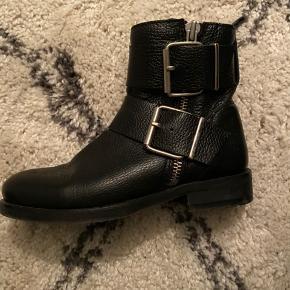 Billi Bi støvler, pæn stand, sælges for 530 + porto (dao 36 kr)
