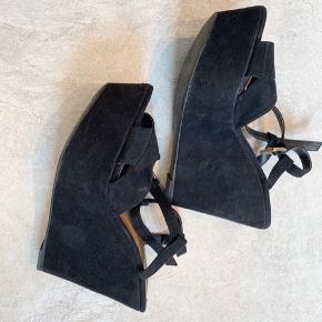 Sandaler med hæl og plateau fra ZARA 🥰🥳   Se gerne alle mine annoncer - sælger billigt ud 🥰🥰 Mængderabat!