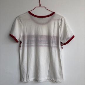 💗 Fin t-shirt fra mærker Pimkie i retro stil 💗 Ikke brugt og fremstår som ny