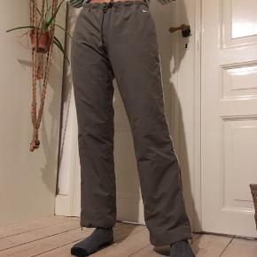 Fede 00'er 90'er trackpants / jogging bukser med små knopper på tøjet efter vask. Med fede detaljer