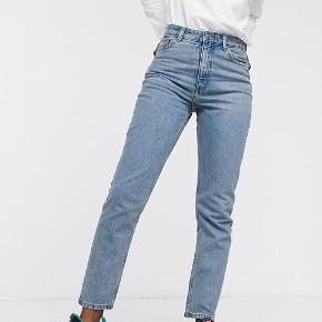 Jeans fra Monki i Str. 27😊 Blå Skriv for interesse