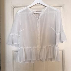 Fin h&m skjorte, aldrig brugt, str. 36. Sælges da jeg aldrig får den brugt, nypris 379