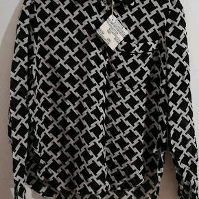 Baum & Pferdgarten skjorte str 40, sort/hvid, 46% silke/54% viscose,  NY med etiket