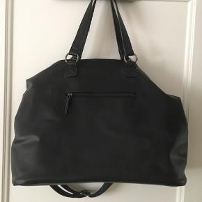 Weekendtaske , perfekt til træning eller den korte weekend tur  Mp 200kr + fragt + ts gebyr