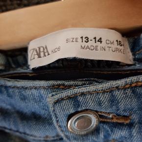 Lækre og trendy bukser fra Zara. Giver god mængderabat ved køb af flere ting fra min profil 🙂 #30dayssellout