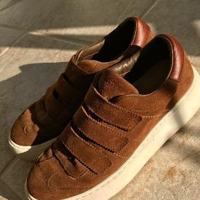 Sneakers fra Massimo Dutti. De er brugt få gange, og har ingen tegn på slid.😁