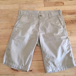 Short Bermudas fra Cahartt  Farve: beige  Str: 34   Np: 600kr  Mp: 150 kr. Sender via Dao  Eller afhente på Amager.