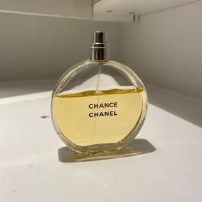 Jeg sælger denne eau de parfume fra Chanel, 100 ml. da jeg har mange parfumer og derfor ikke får den brugt.  Ny pris er 940 kr Den er 5 måneder gammel og sælger for 150 kr