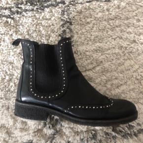 Sælger mine Angulus støvler som er købt i Salling Aarhus for et års tid siden.
