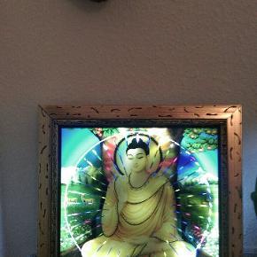 Funky Buddha billede OG trippy lampe - i flere forskellige farver der drejer rundt ! 💃🎉 Hvad vil du byde for denne en'er af en pyntegenstand /partylampe / meditationslys ? ? 😁