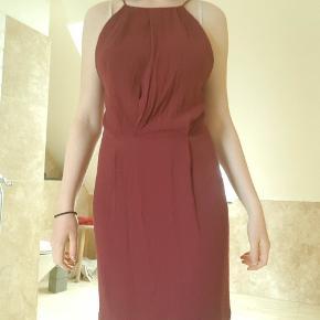 Super flot kjole fra Samsøe & Samsøe med en åben lace ryg Jeg er åben for bud😊 Selv er jeg S/M og 172 cm  Nypris er 600