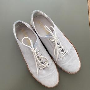 Gode Whyred sko, som kun er lidt brugt. Skoene er i ruskind.