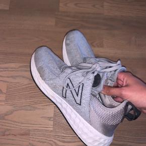 New balance sko i str. 37,5. 2 pletter men fejler ellers intet.