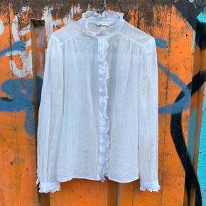 Hvid skjorte fra H&M i str. 38 ☀️  Nypris: 450 kroner 💸