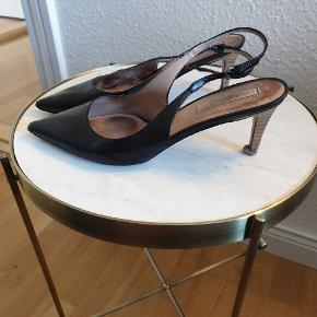 Skønne sko, trænger dog til en tur forbi skomanden for at få nye hæle på.