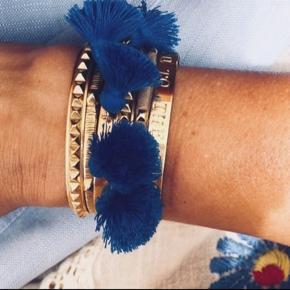Sælger nye smykker fra Marte Frisnes  Nypris 1400kr Belagt med 24k guld på sølv og er håndbanket   #30dayssellout  Tassels er i farven Blue