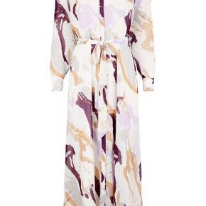 Str. 40 Smuk kjole fra Bruuns Bazaar. Brugt 2 gange.