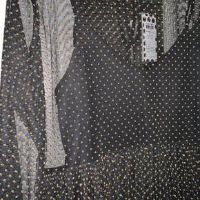 Sort kjole med guld detaljer fra PIECES. Aldrig brugt, og har stadig mærke i. Str. L  BYD <3