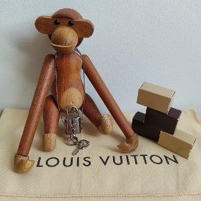 Louis Vuitton halskæde. - Købt for 1200kr second hand  - Ny i boksen - Kæde medfølger ikke - Super smukt smykke