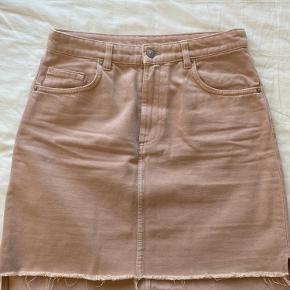 Cowboy nederdel med rå afslutning i en Rosa/fersken farve