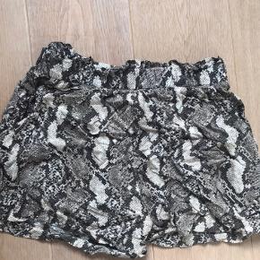 Shorts fra h&m Brugt få gange Str small eller medium Fitter small
