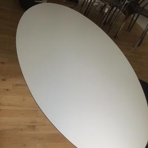 Lækkert sofabord. Fejler absolut ikke noget, men er for stort til min stuen... Uden skræmmer osv...