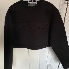 Super fin wangXh&m cropped sweater i neopren. Aldrig brugt.