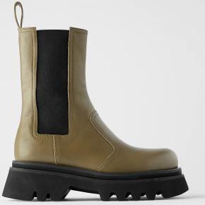 Jeg sælger disse populære læderstøvler. De er ikke brugt mere end 5 gange, men der der er noget af den grønne farve på støvlen, som er faldet af på snuden. Passer en alm. 36. Mindsteprisen er fast., Kan afhentes i Valby eller sendes.