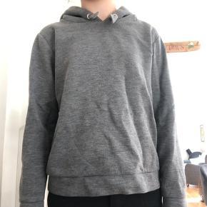 Mega fed hoodie fra little remix. Np 800, mp 200, skriv for flere billeder