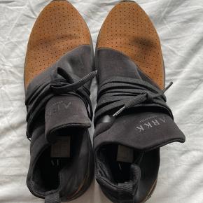 Skoen er brugt 1-2 gange, fejler intet Byd!!