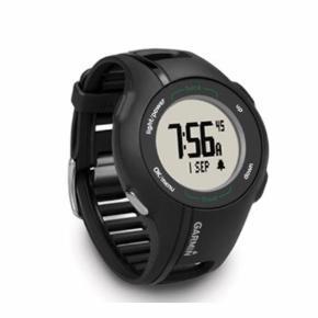 Nypris 1600 kr. Aldrig brugt.   Approach® S1 er et innovativt GPS-ur for golfspillere, som viser den præcise afstand til greenens forkant, bagkant og centrum uanset hvor, du er på banen med løbende opdatering af afstand, efterhånden som du nærmer dig. S1 kan også måle længden af individuelle slag. Den indbyggede triptæller kan fortælle dig, hvor langt, du har gået på banen eller udenfor. GPS enheden kan nemt indstilles til, enten at vise afstanden i yards eller i meter. Designet er på én gang smart og gedigent og vandtæt med en skærm, som er læsbar selv i det klareste sollys.