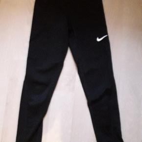 Nike pro leggings. Str. M/10-12 år. I god stand.